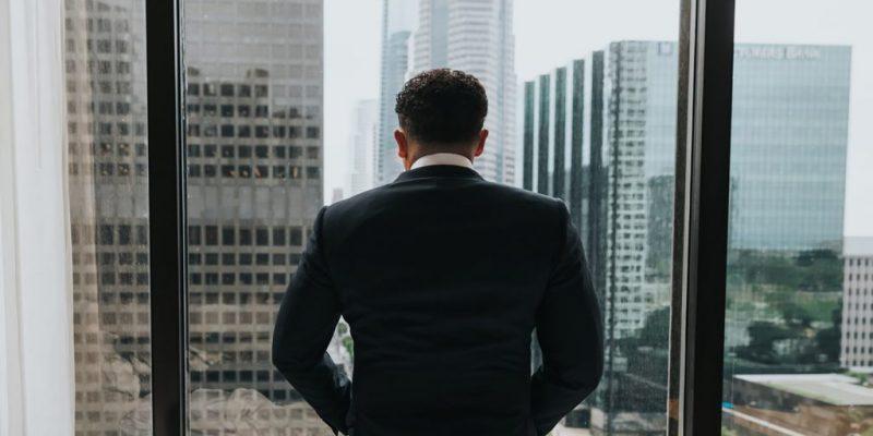 reglementarea meseriei de agent imobiliar lege