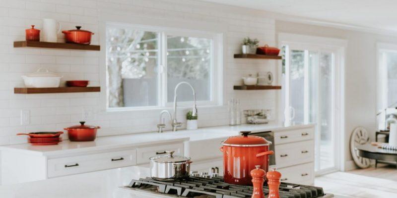 design bucatarie culoare alb rosu